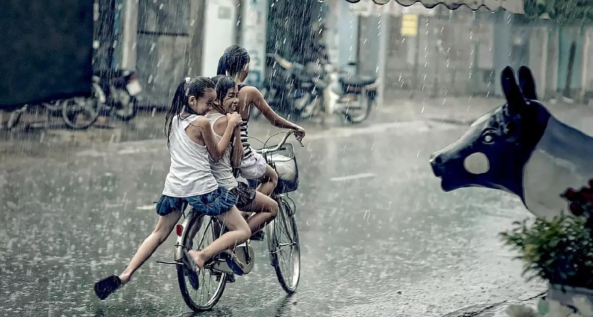 """De tropische storm """"LIONROCK"""" welk mogelijk morgen in Vietnam aan land komt, heeft voor Thailand wat in petto"""
