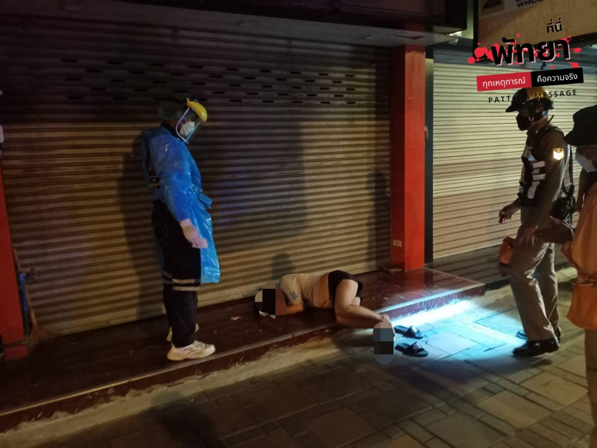 Stomdronken buitenlandse vrouw tijdens d avondklok slapend gevonden op Pattaya Second Road, zou naar verluidt beroofd zijn