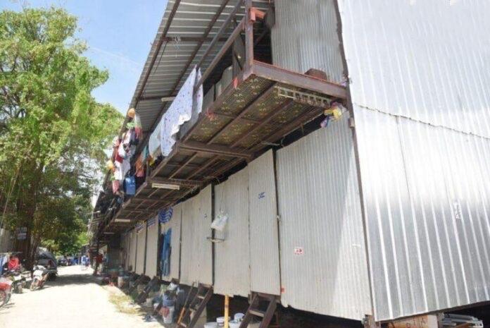 De gouverneur van Chonburi beveelt meer Covid-19-gerelateerde tijdelijke sluitingen van werkkampen en bouwplaatsen in Banglamung en Sattahip