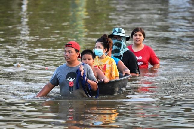 Overheid geeft overstromingswaarschuwingen af na een tropische storm in Thailand