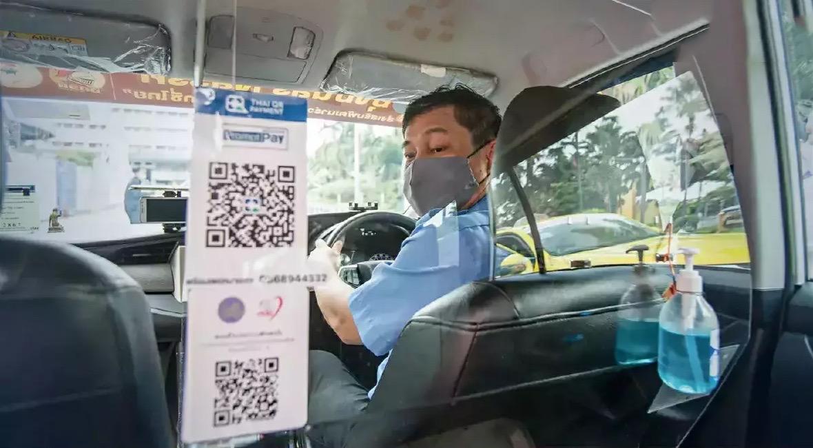 De scheidingswanden in taxi's verwelkomd door Bangkokianen, zo blijkt uit enquêtes